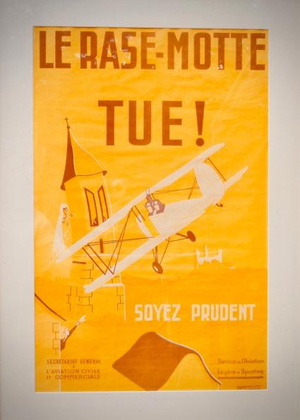 """Affiche """"Le Rase-Motte Tue"""""""