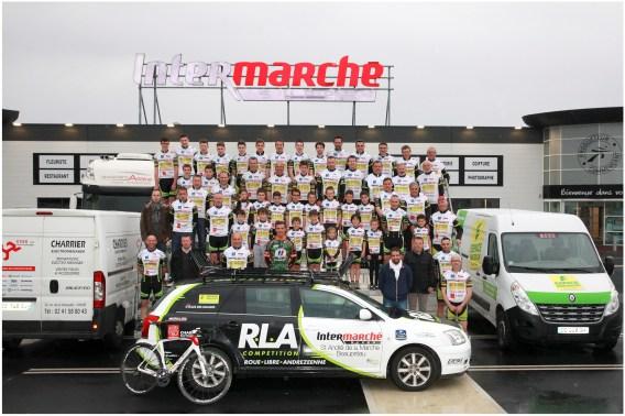 Le coureur professionnel, Damien Gaudin, a pris la pose avec les licenciés de la RLAC pour la traditionnelle photo de famille.