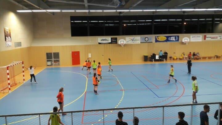 Les U18 féminines de l'AAEEC Handball s'entrainent avant leur match de samedi.