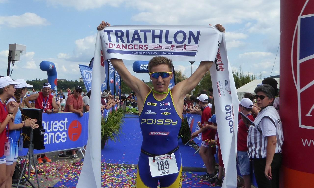 Jérémy QUINDOS et Manon-Cécile CLIMENT s'imposent au Triathlon d'Angers 2018.