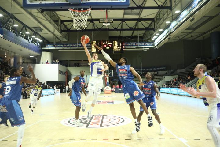 NM1 (8e journée) : L'Étoile Angers Basket poursuit sa bonne dynamique face à Tours (83-72).