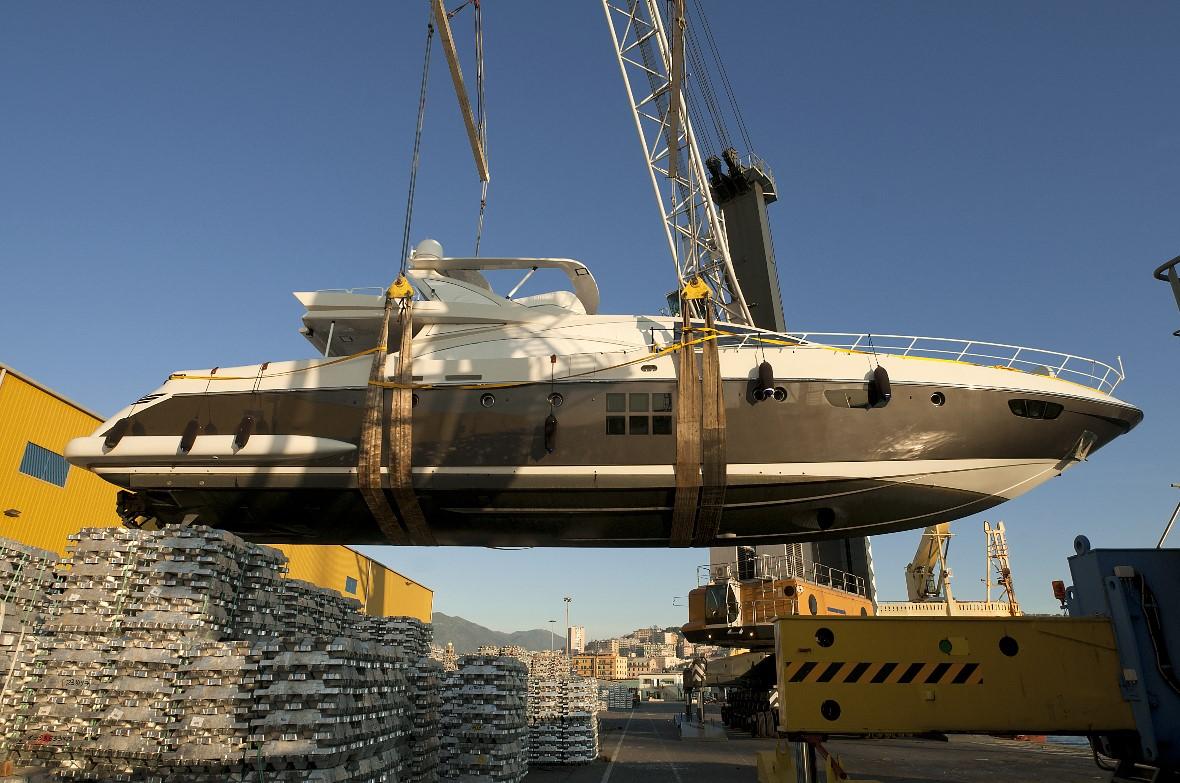 Boatyard boat lift