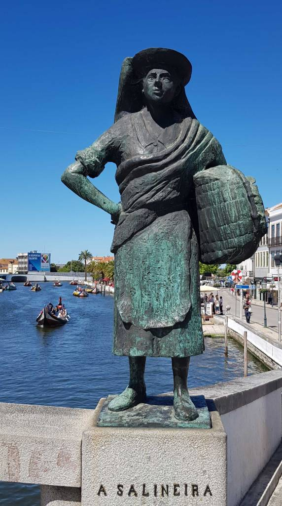 A statue of a traditional salt worker in Aveiro