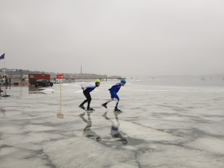 Two skaters in the Finland Ice Marathon