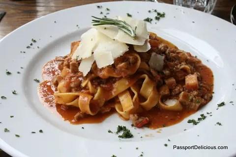 Fettuccine al Ragout di Vitello, Rosmarino e Scaglie di Parmigiano