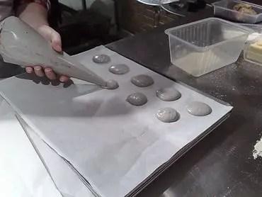 Macarons making