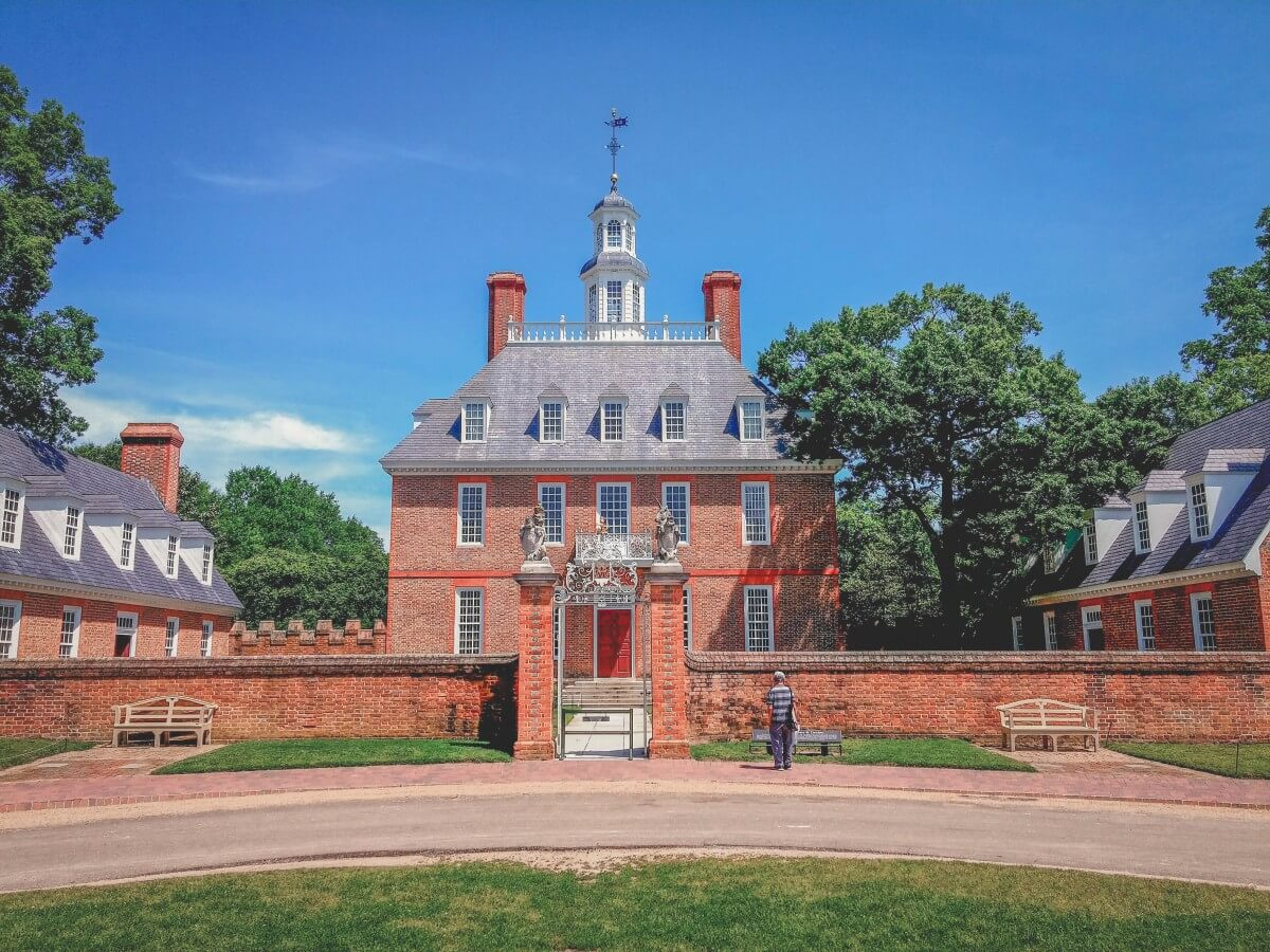 photo of the front facade of Governor's Palace in Colonial Williamsburg (which is in Williamsburg, Virginia)
