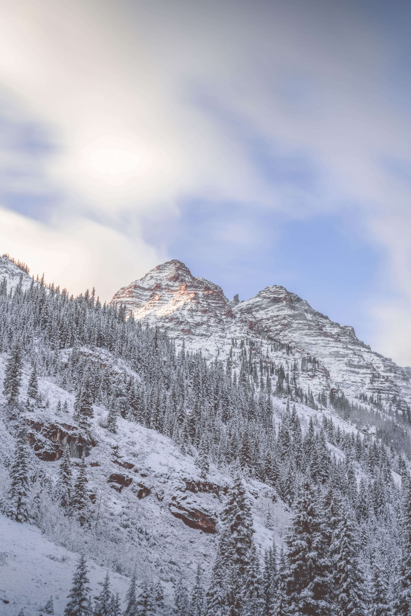 Winter is Aspen can be one of the best times to visit Aspen if you like skiing but it's also one of the most popular. Here are some snowcapped peaks in Aspen.