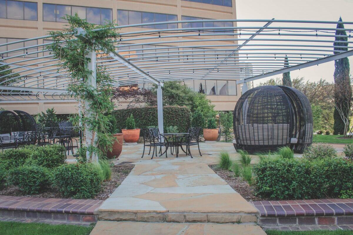 Pretty patio area in secluded area in Las Colinas