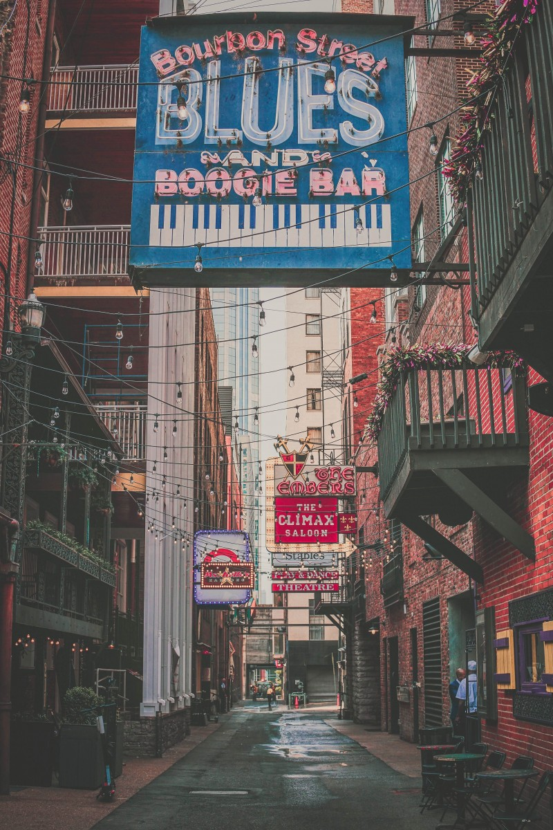 Printers Alley in Nashville at night