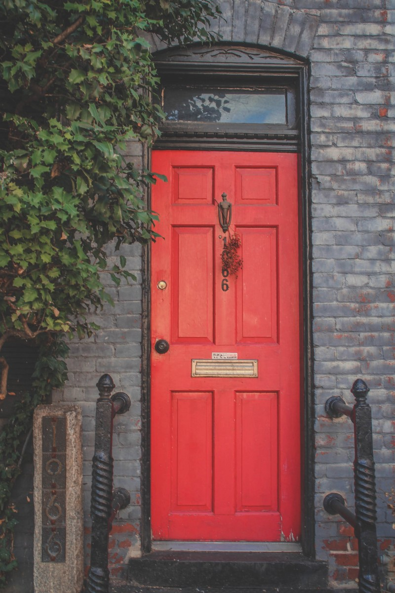 red front door that shows why walking around is one of the best things to do in Georgetown DC