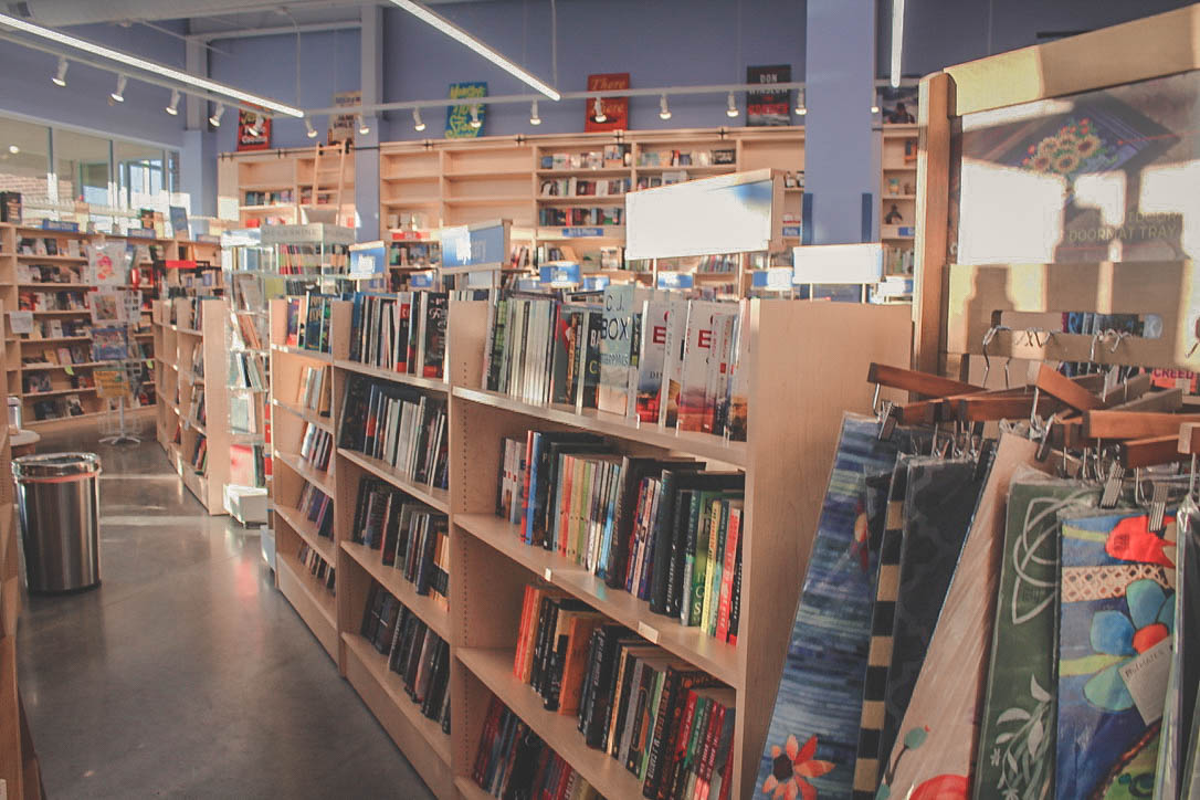 Evening bookstore date ideas in Omaha