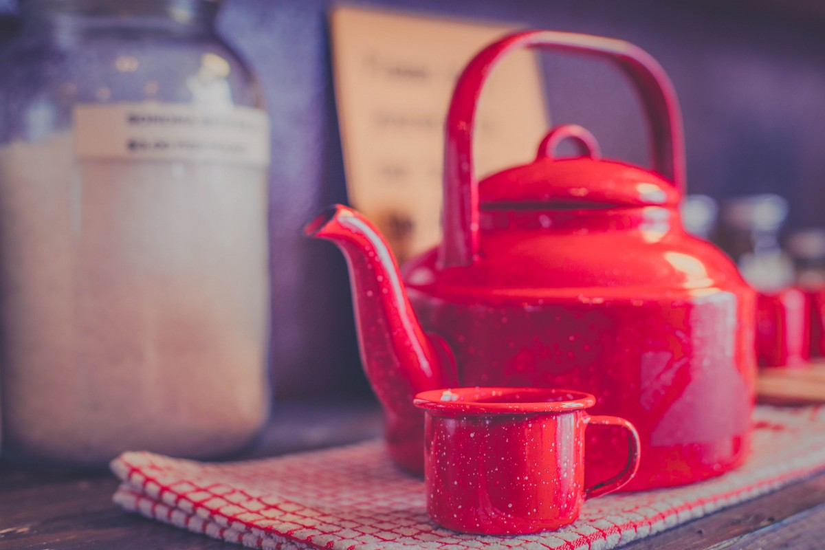 Restaurants in Manitou Springs: red kettle and cup in a cafe