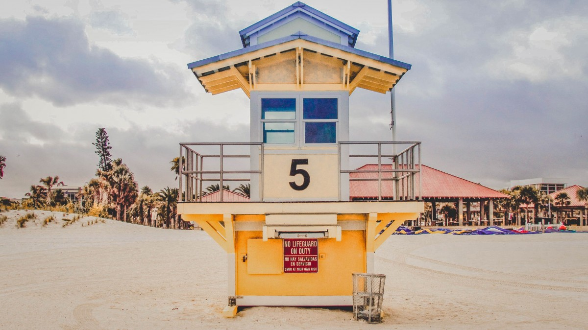 Day Trip To Clearwater Beach: Yello Lifeguard Stand