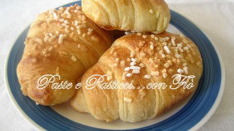cornetti con impasto rosticceria siciliana