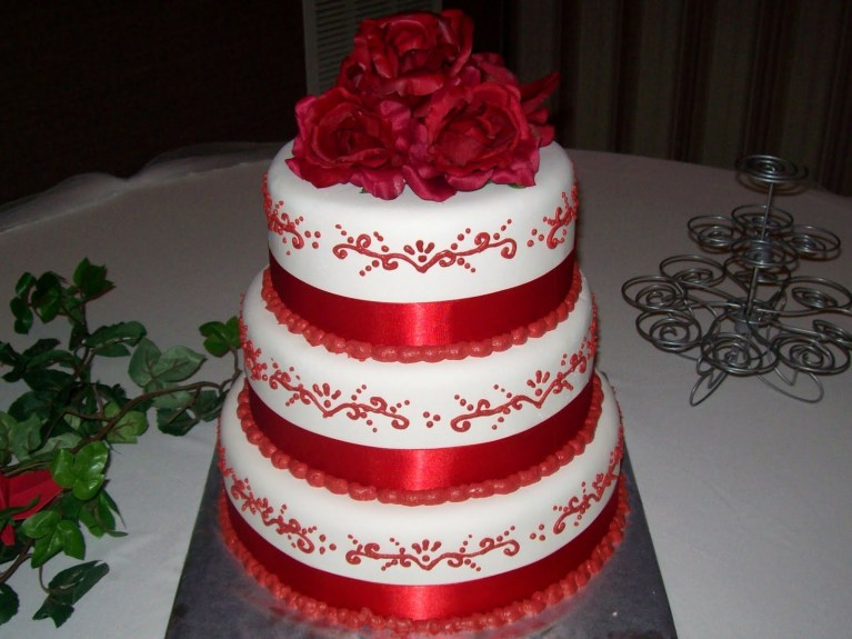 red-and-white-buttercream-wedding-cakes