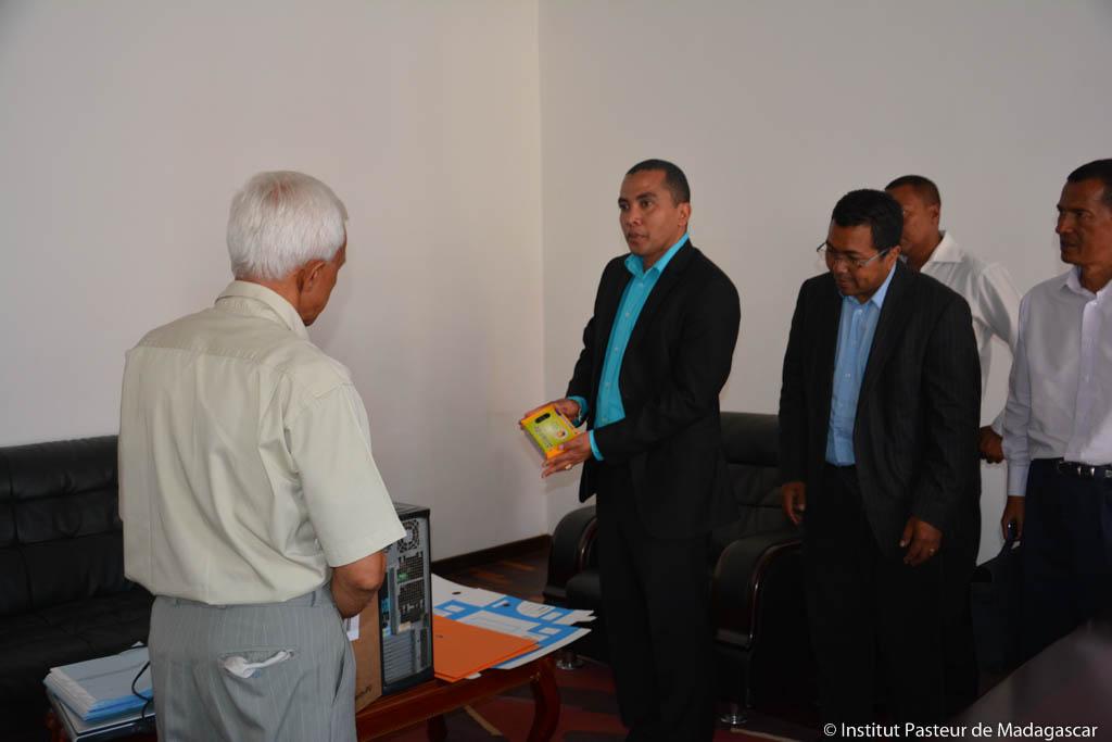 Lutte contre les infections respiratoires aigües : Remise de matériels au Service Médico-Sanitaire de la Commune Urbaine d'Antananarivo ( CUA )