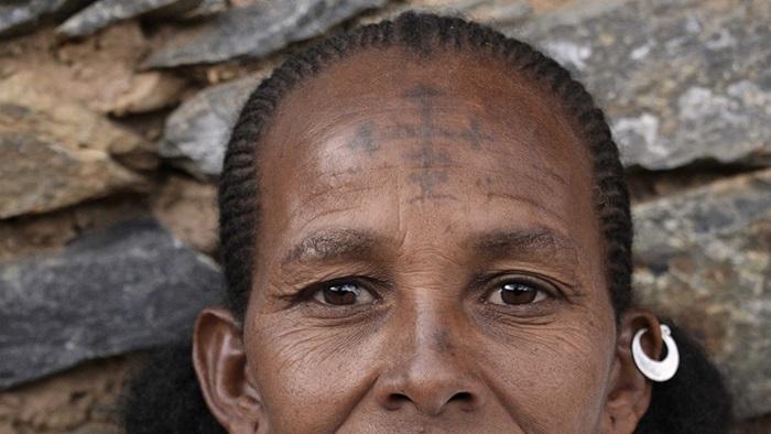 Cred în Cristos și îmi plac tatuajele!