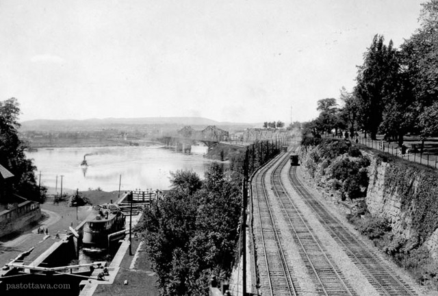 [Past Ottawa Alexandra Bridge approach circa 1915]