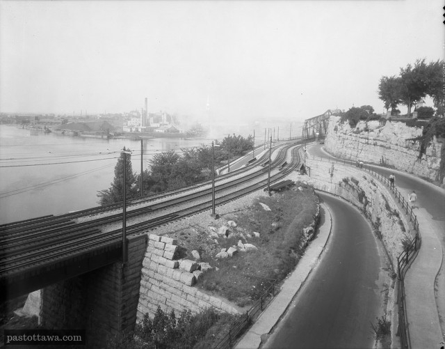 [Past Ottawa Alexandra Bridge from the Nepean Point Footbridge 1938]