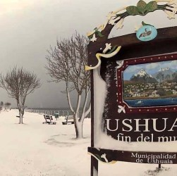 Ushuaia cubierta de nieve