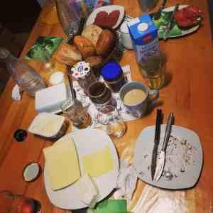 Besuch Frühstückstisch