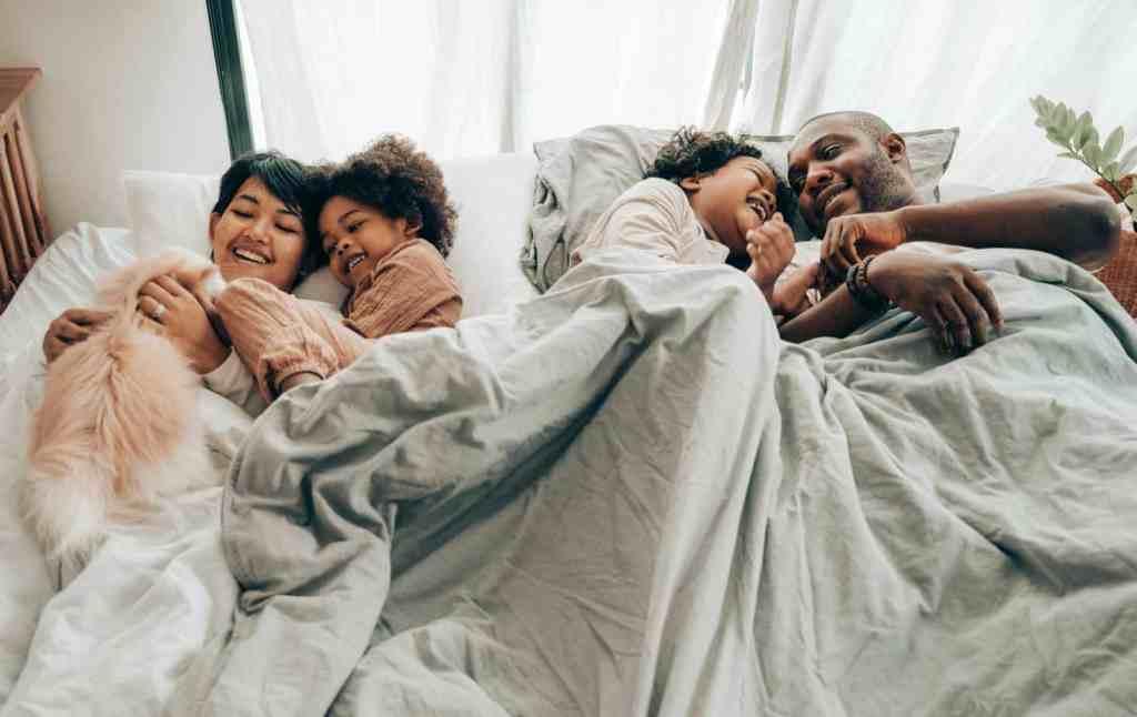 Konflikt Kinder im Bett der Eltern