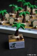 Boîtes à dragées tambours et cocotiers thème îles et exotisme