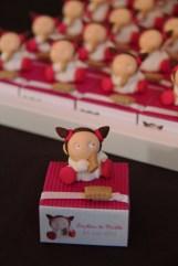 Boîtes à dragées petites filles et leurs biscuits thème gourmandises