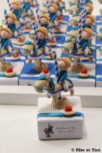 Boîtes à dragées garçons sur leurs chevaux de manège