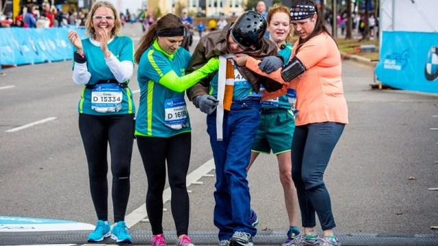 wheelchair man finishes marathon