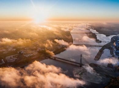 Luftaufnahme über Fluss