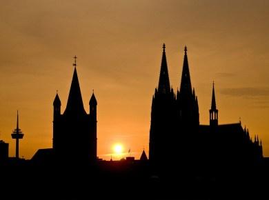 Sonnenuntergang hinter dem Kölner Dom