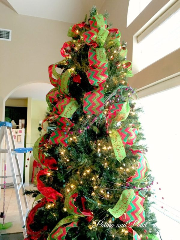 how to trim your christmas tree 6