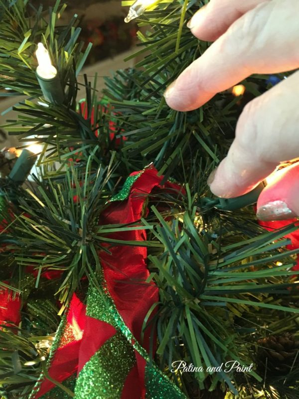 how to trim your christmas tree 9