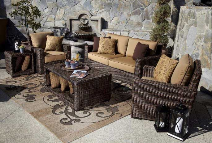 decorating with an outdoor area rug