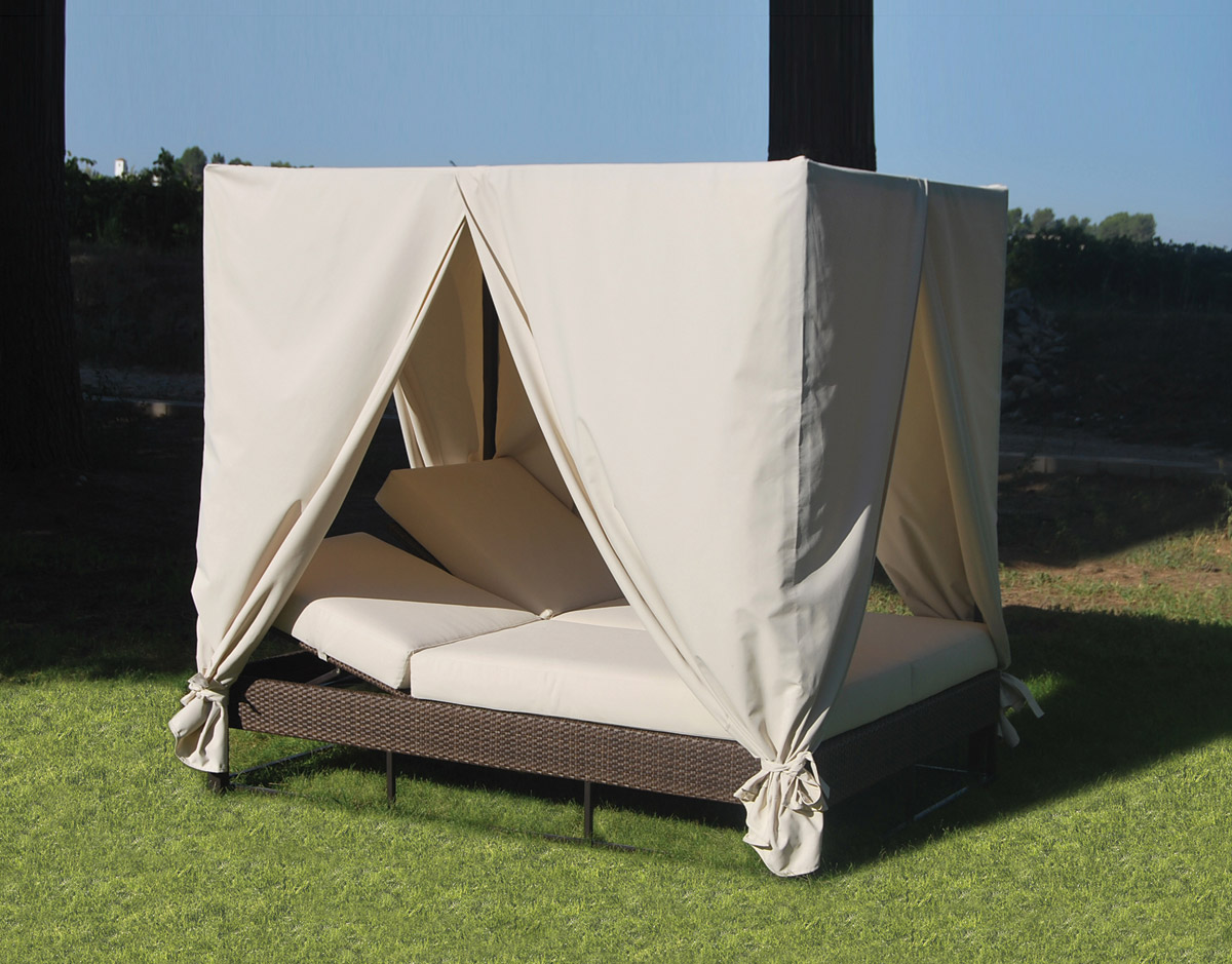 10 outdoor daybeds you ll want to use