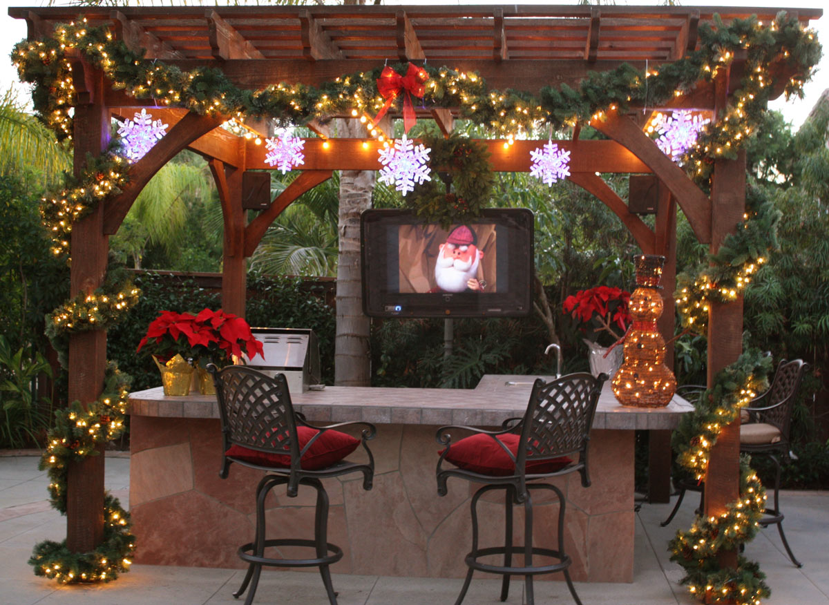 10 Stunning Pergola and Gazebo Christmas Decorations  Patios4all