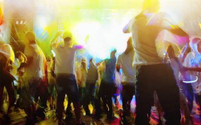 Musique dansante, 10 morceaux pour réveiller cette envie irrésistible de danser.