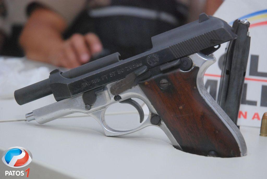 Patos 1  PM apreende pistola 765 com 9 munies e drogas no