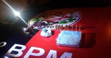 ROTAM e RP prendem suspeito portando arma de fogo e tráfico de entorpecentes, em Patos