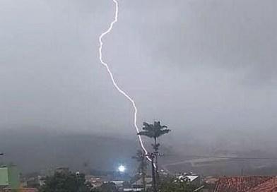Chove forte na região metropolitana de Patos na noite desta segunda-feira (25). Veja os índices