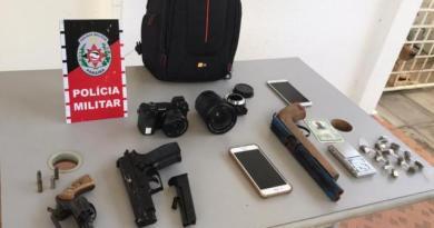Polícia Militar prende suspeito de assaltar fotógrafo em Patos, recupera objetos da vítima e apreende armas