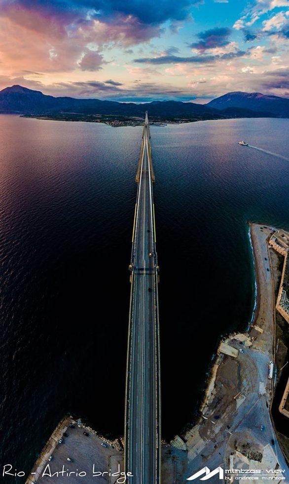 Σαν πίνακας ζωγραφικής - Η Γέφυρα Ρίου Αντιρρίου με φόντο τον πολύχρωμο ουρανό!