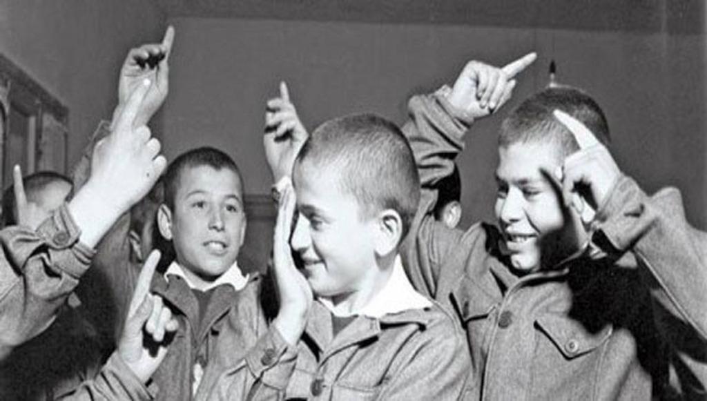 Αποτέλεσμα εικόνας για παιδια στο σχολείο παλια φωτο