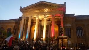 Teatro Massimo, 14 novembre. Presenti centinaia di persone e una folta delegazione dell'ANPI Provinciale