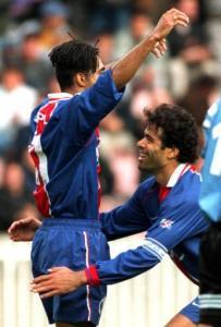 """Patrice, félicité par """"Capitaine"""" Rai (Photo : Ch Gavelle - PSG)"""