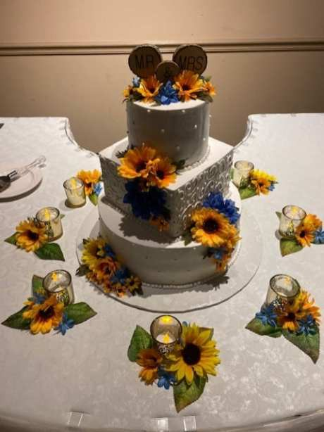 Autumn-themed wedding cake