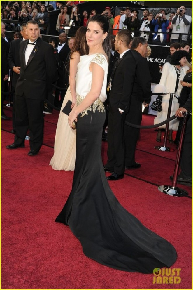 sandra bullock oscars 2012 red carpet 01 683x1024 - Os 5 piores looks do Oscar 2012