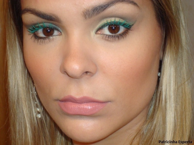 055post2 - Maquiagem com delineado preto e verde + rímel verde
